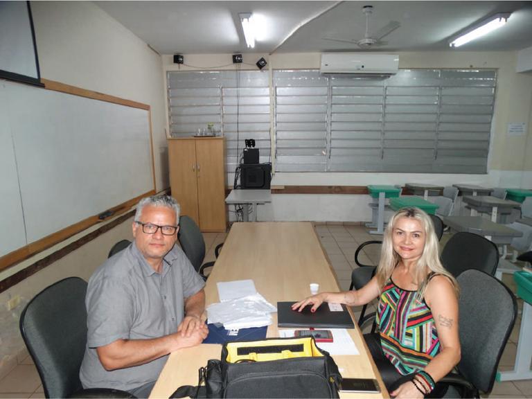 Adriane Siega Secretária da CPA apresenta os resultados da Comissão ao avaliador externo prof. Tarcísio Teixeira.